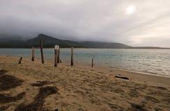 Acesso público da praia no lago sand fotos de stock