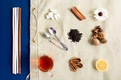 Acessories planos del té de la endecha fijados fotografía de archivo libre de regalías