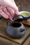 Acessórios da cerimónia de chá do chinês tradicional Fotografia de Stock Royalty Free