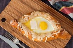 Acharuli Khachapuri Queijo e ovo Georgian do pão Fotos de Stock