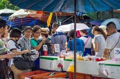 Achat au marché de Thachang Photos libres de droits