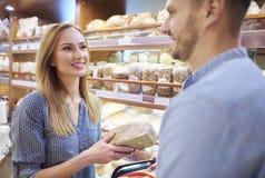 Achat au supermarché image libre de droits