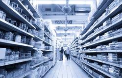 Achat au supermarché Photographie stock libre de droits