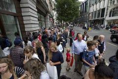 Achat dans la rue d'Oxford à Londres