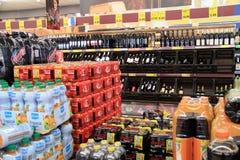 Achat dans le supermarket Images libres de droits