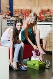 Achat de chaussures Photo libre de droits