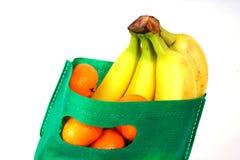 Achat de fruits Photos libres de droits