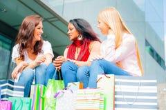 Achat de jeunes femmes Image stock