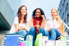 Achat de jeunes femmes Image libre de droits