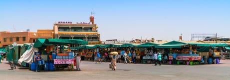 Achat de touristes et de gens du pays Photographie stock