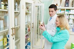 Achat médical de drogue de pharmacie photographie stock libre de droits