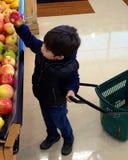 Achat pour des pommes Photo libre de droits