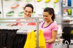 Achat pour des vêtements Photo stock
