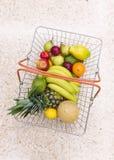 Achat pour le fruit frais Photographie stock