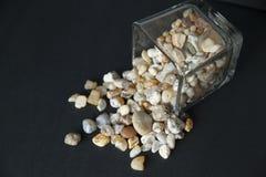 Achate in einem Glasbehälter Stockfotografie