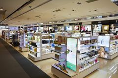 Achats cosmétiques d'aéroport Image libre de droits