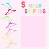 Achats d'été avec des cintres Image stock