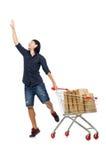 Achats d'homme avec le chariot de panier de supermarché Photographie stock