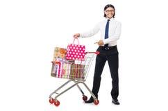 Achats d'homme avec le chariot de panier de supermarché Images stock