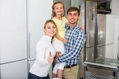 Achats de famille dans le magasin Image libre de droits