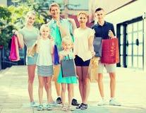 achats de famille de ¿ d'ï» dans la ville Photographie stock