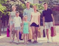 achats de famille de ¿ d'ï» dans la ville Images stock