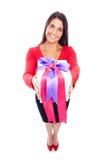 Achats de femme donnant le présent Photo stock