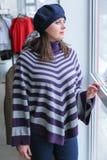 Achats de femme pour des vêtements Photographie stock libre de droits