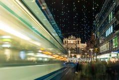 Achats de Noël à Zurich décoré Bahnhofstrasse - 7 photo libre de droits