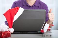 Achats de Noël d'Internet de succès Images stock