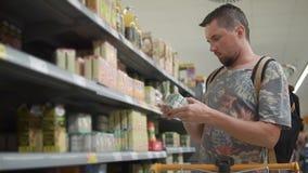 Achats de type dans l'épicerie clips vidéos