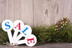 Achats de vente de Noël Traîneau rouge complètement des boîte-cadeau Images stock