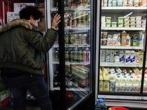 Achats de week-end de supermarché Image libre de droits