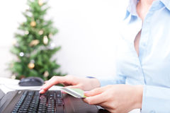 Achats en ligne de Noël Photos stock