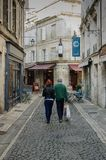 Achats en petite ville France photos stock