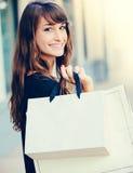 Achats heureux de femme images stock
