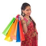 Achats indiens heureux de femme Images libres de droits