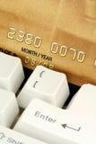 Achats ou opérations bancaires en ligne de concept Images libres de droits