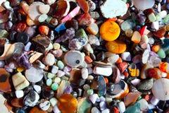 Achatstein mit vielen bunter Mineralquarz Stockfotografie