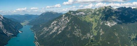 Achensee in Tirol mit Rofan-Bergen Lizenzfreie Stockfotos