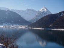 Achensee vinterdag arkivfoton