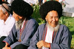 Achgabat, Turkménistan - 26 août Portrait de deux vieux unident Photographie stock