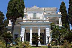 Achilleion slott på den Korfu ön arkivbilder