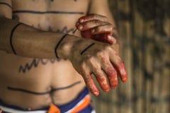 Achiote-Art indischen Stammes Mann Los Tsachila, Ecuador Lizenzfreie Stockfotos