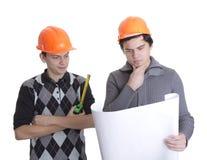 Achitects die op kijkt blauwdrukken Royalty-vrije Stock Afbeelding