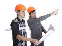 Achitects que mira en modelos Foto de archivo