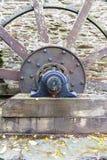 Achse und Speichen des Wasserrades Stockfotografie