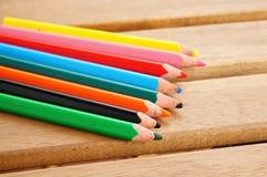 Acht bunte Bleistifte Stockfotos