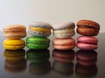 Acht buntes Macarons Lizenzfreies Stockbild