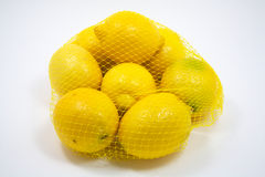 Acht frische Zitronen in einem Beutel Stockbild